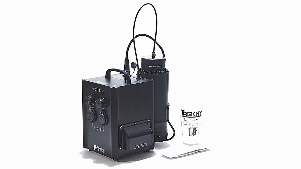 Trekhy produit de l'électricité grâce à une pile à combustible alimenté à l'hydrogène via une réaction entre une poudre métallique et de l'eau.