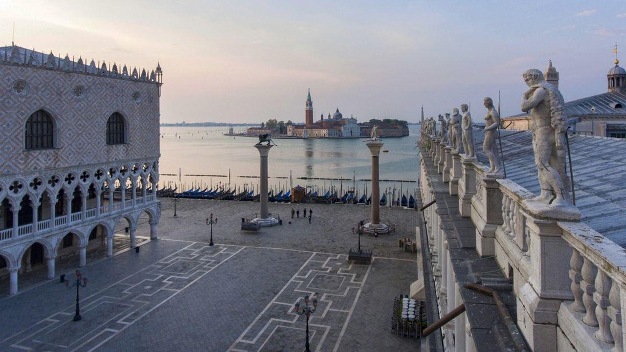 La place Saint-Marc, à Venise, un des hauts lieux touristiques les plus fréquentés du monde, s'est retrouvée déserte en avril dernier.
