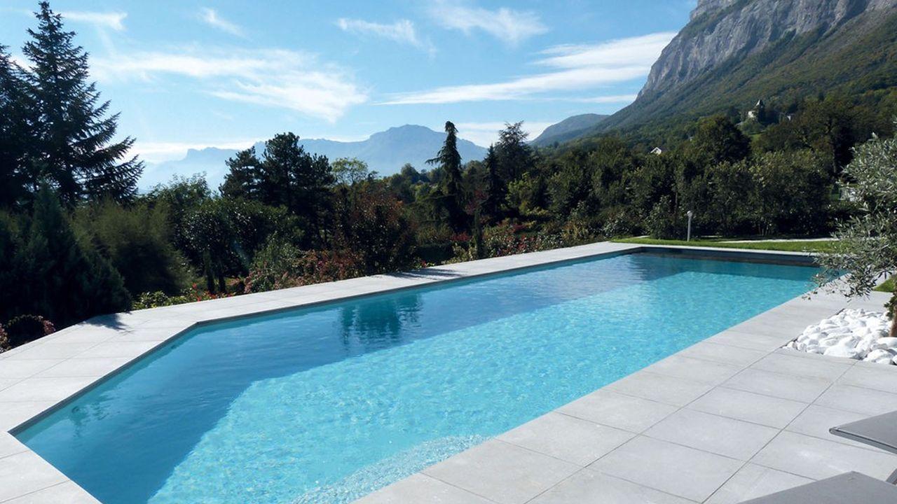 APF profite du marché français de la piscine, le premier d'Europe, avec plus de 2.5millions de bassins, dopé notamment par les confinements.