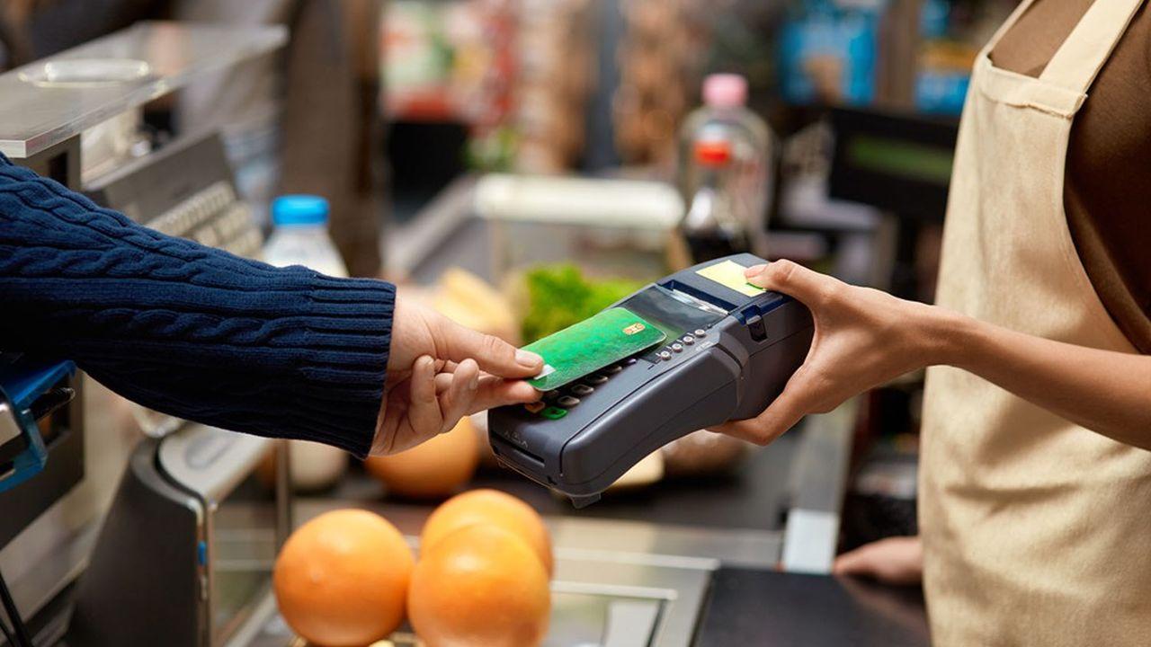 Le paiement sans contact a représenté 47% des transactions par carte dans les commerces physiques en 2020.