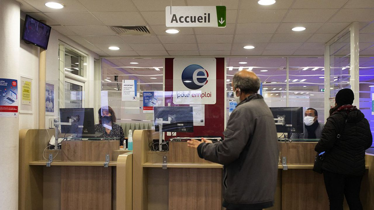Environ 450.000 chômeurs vont bénéficier d'un revenu mensuel minimum de 900euros de novembre à février.