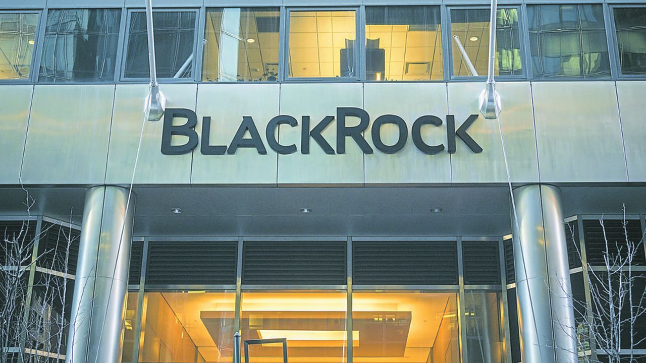 BlackRock a collecté 391 milliards de dollars l'an dernier, contre 429 milliards un an plus tôt.