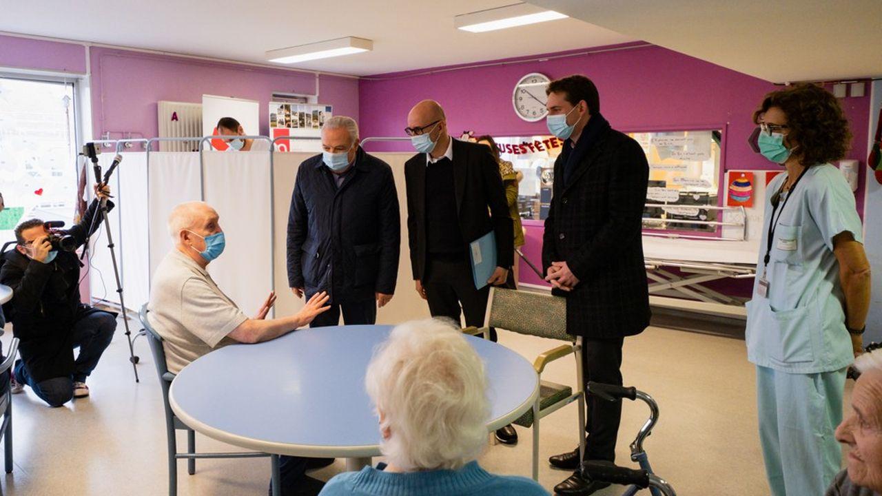 Les premières vaccinations ont démarré dans cet Ehpad sous l'oeil des dirigeants de la Collectivité européenne d'Alsace.