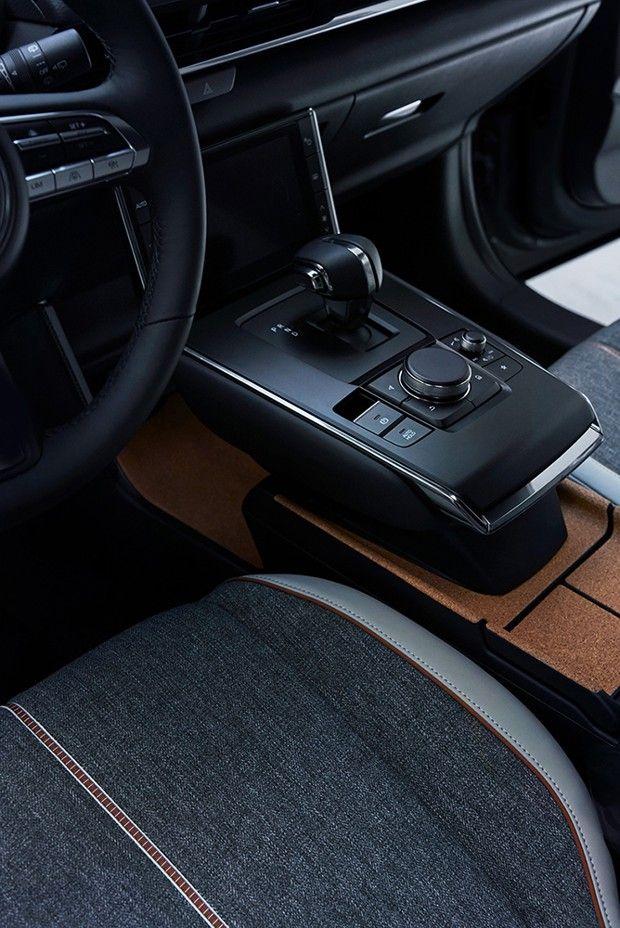 L'habitacle du Mazda MX30.