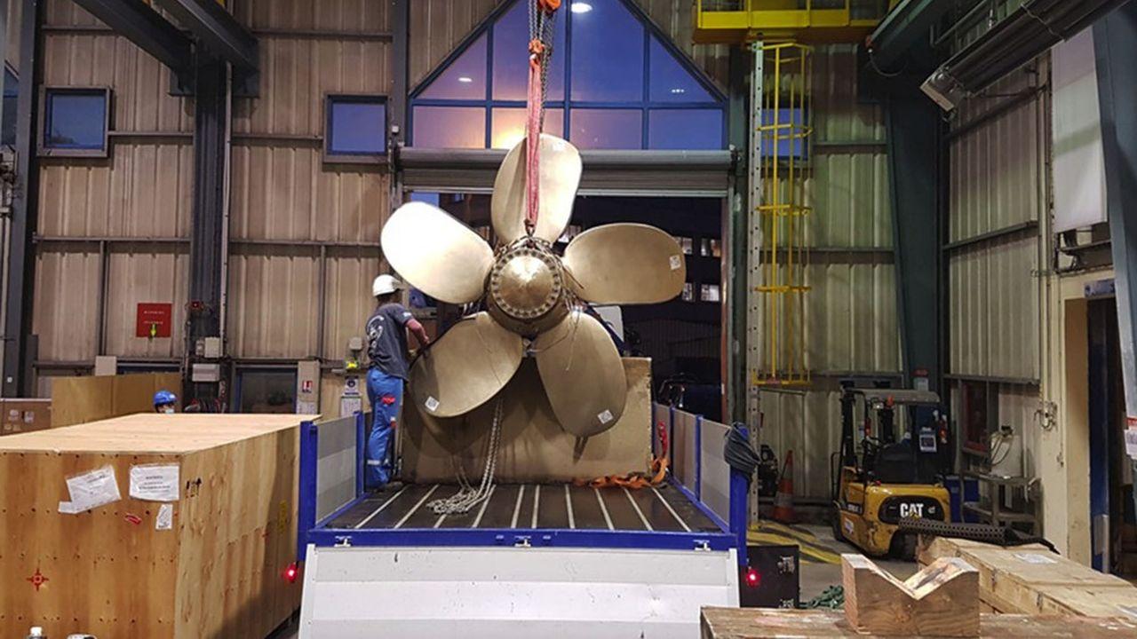 Selon Naval Group, c'est une première au regard de la taille de l'hélice, avec ses cinq pales de 200kg chacune pour une envergure totale de 2,5 mètres.