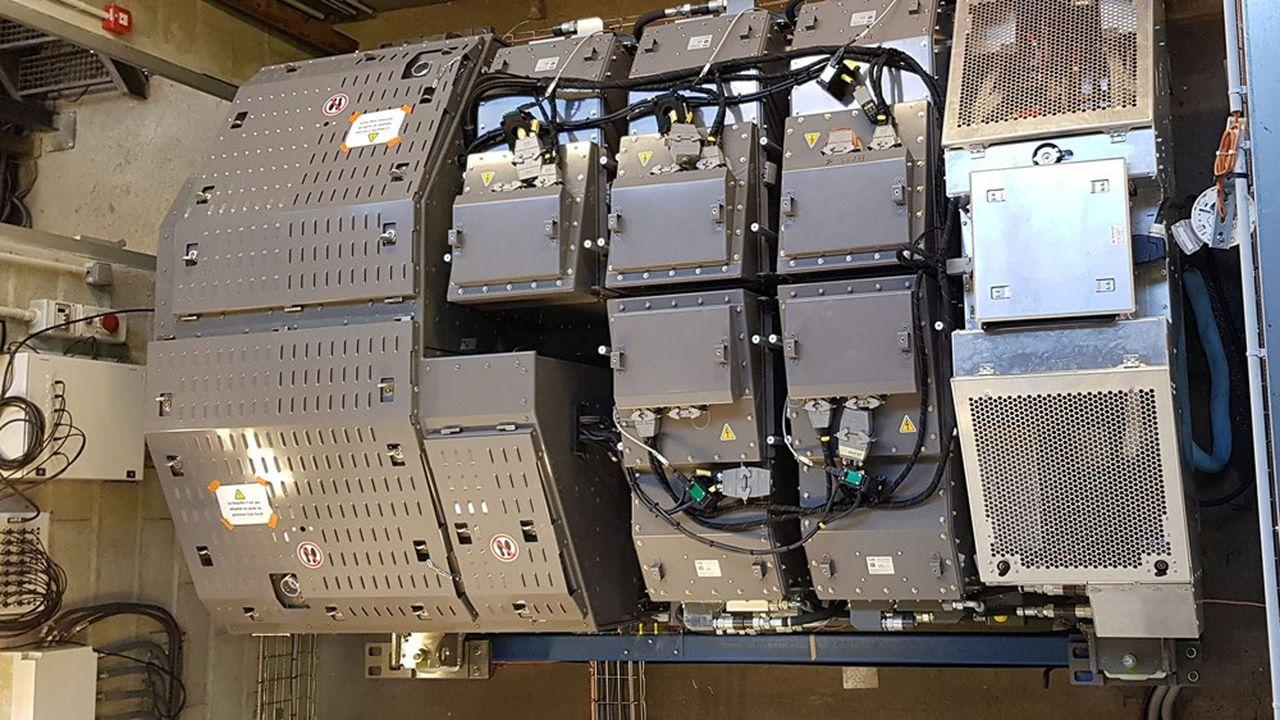 Prototype du système de stockage d'énergie du TER hybride sur le banc de test à Tarbes (Hautes-Pyrénées).