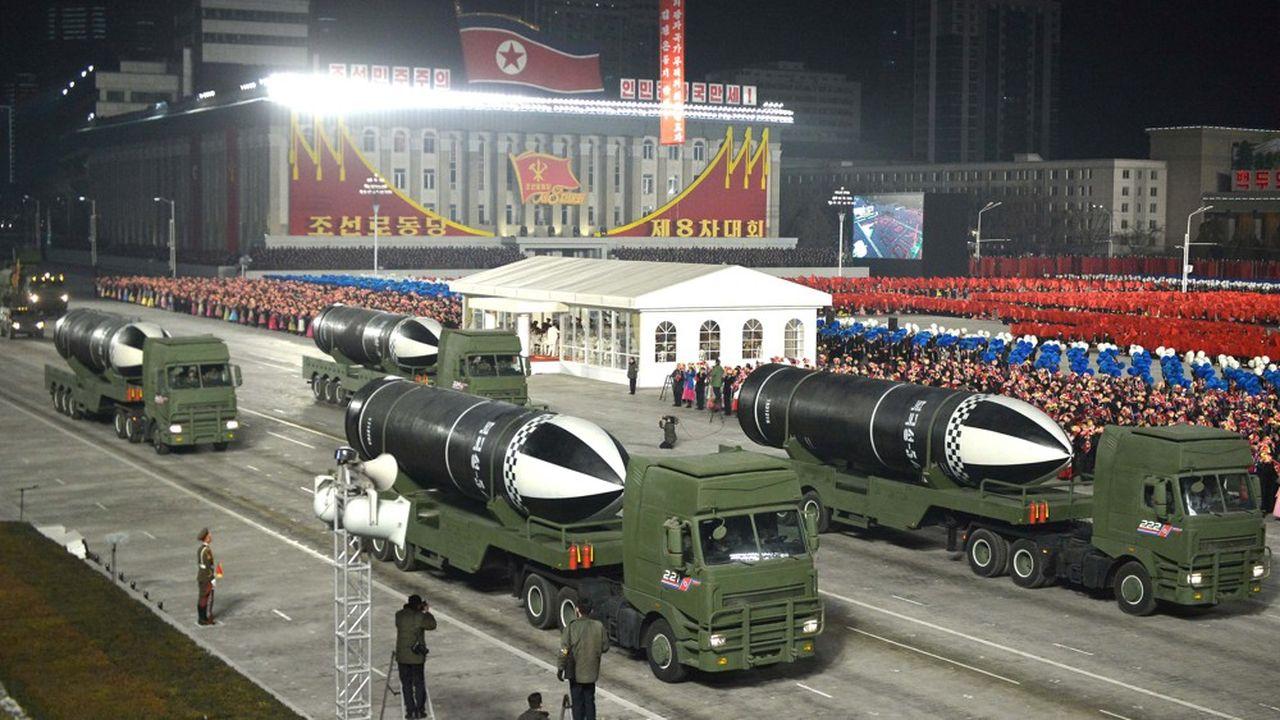 Selon les experts qui ont décortiqué les images du défilé, l'armée nord-coréenne a également présenté un nouveau modèle de missile courte portée à propulsion solide.