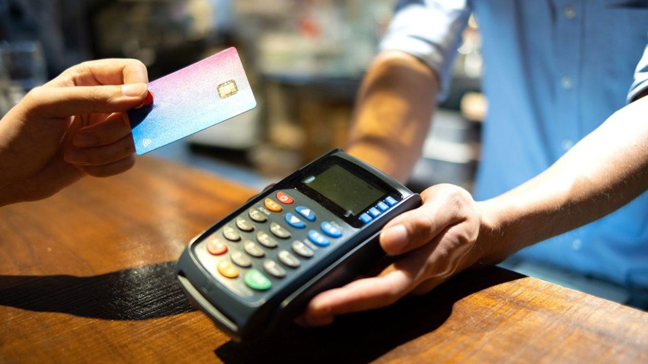 Taper son code: une habitude qui s'est un peu perdue en 2020 puisqu'un paiement par carte sur deux a été réalisé sans contact.