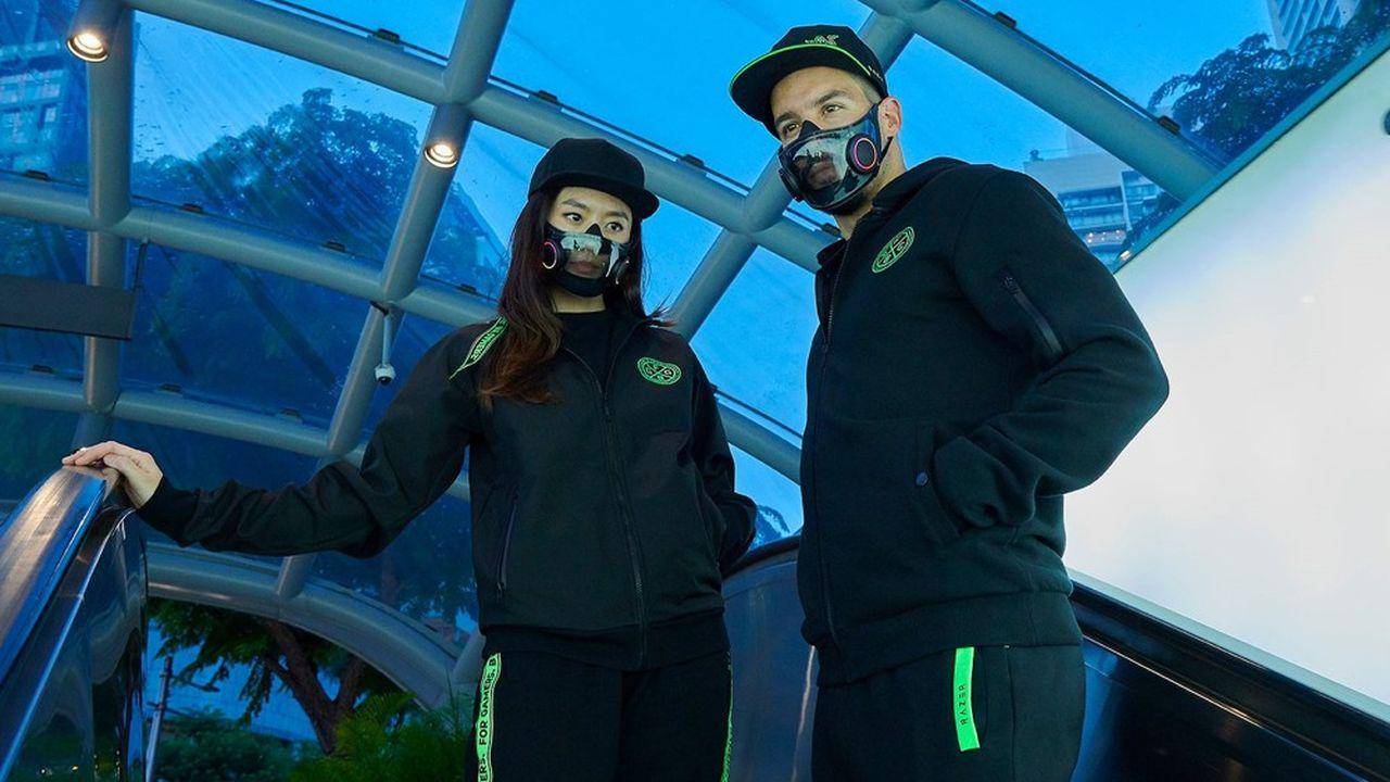 Le masque transparent créé par la compagnie Razer est muni de respirateurs rechargeables.