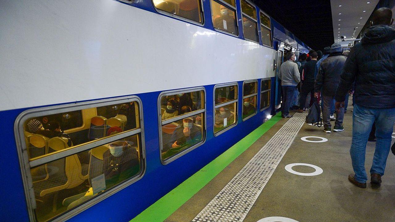Sur son réseau ferré, la RATP ne transportait que 50% de son trafic normal avant l'annonce du couvre-feu national.