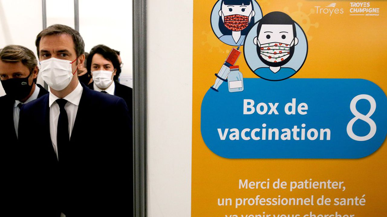 Le ministre de la Santé, Olivier Véran, s'est rendu vendredi à Troyes pour visiter plusieurs centres de vaccination.