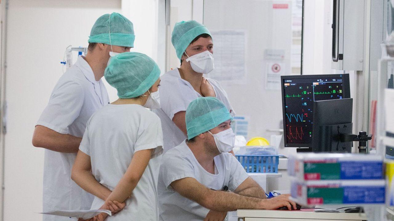 Une équipe de médecins à l'hôpital.