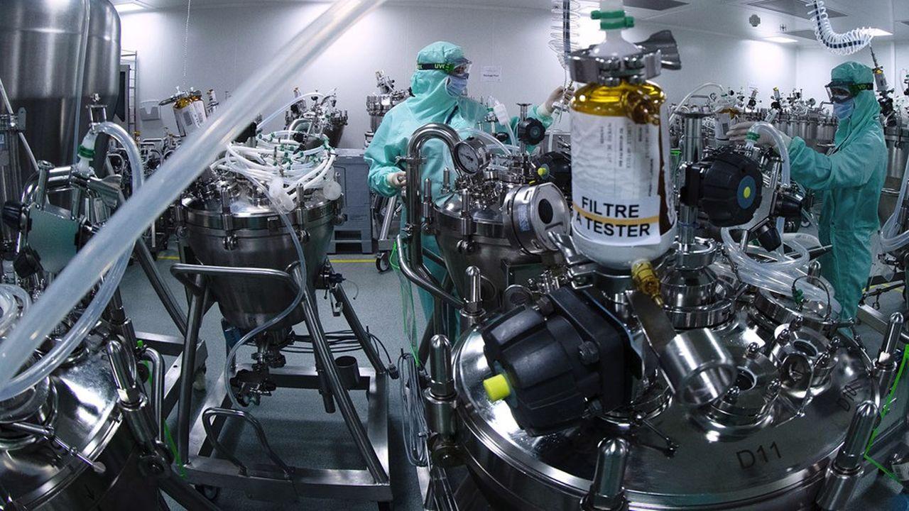 Les vaccins contre la grippe de Sanofi sont mis en seringues sur son site de Val-de-Reuil.