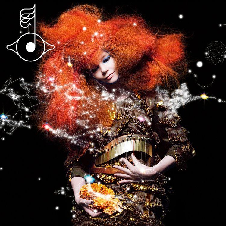 Avec la pochette de l'album «Biophilia» de Björk réalisée en 2011, Mathias Augustyniak et Michaël Amzalag - M/M (Paris) - obtiennent en 2013 le Grammy Award du Best Recording Package.