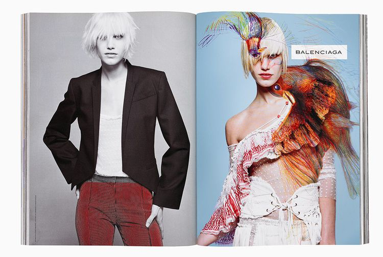 Publicité Balenciaga printemps-été 2001, photographie Inez van Lamsweerde & Vinoodh Matadin, dessin M/M(Paris).