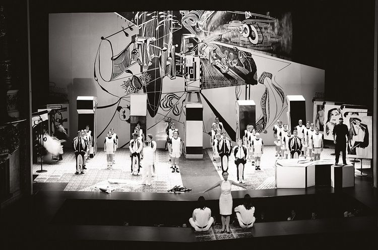 Décor imaginé pour l'opéra baroque « Antigona », créé en 2004 à l'Opéra de Montpellier. Ici, la représentation donnée au Théâtre du Châtelet.