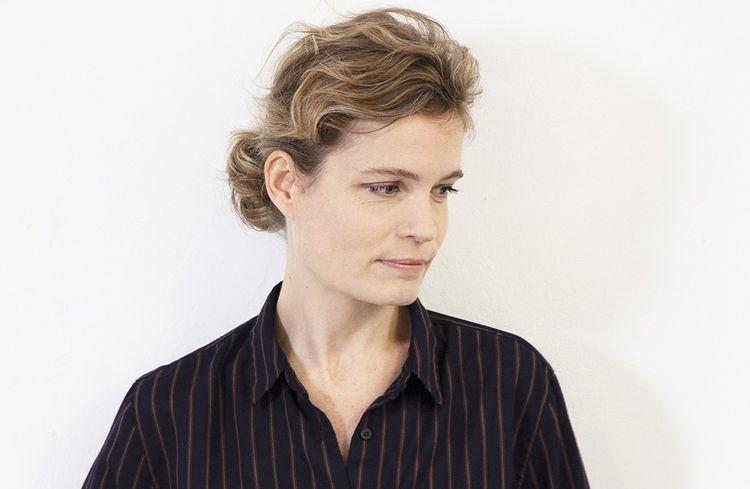 Sarah Biasini, fille de Romy Schneider, signe un roman sur la perte de la mère.