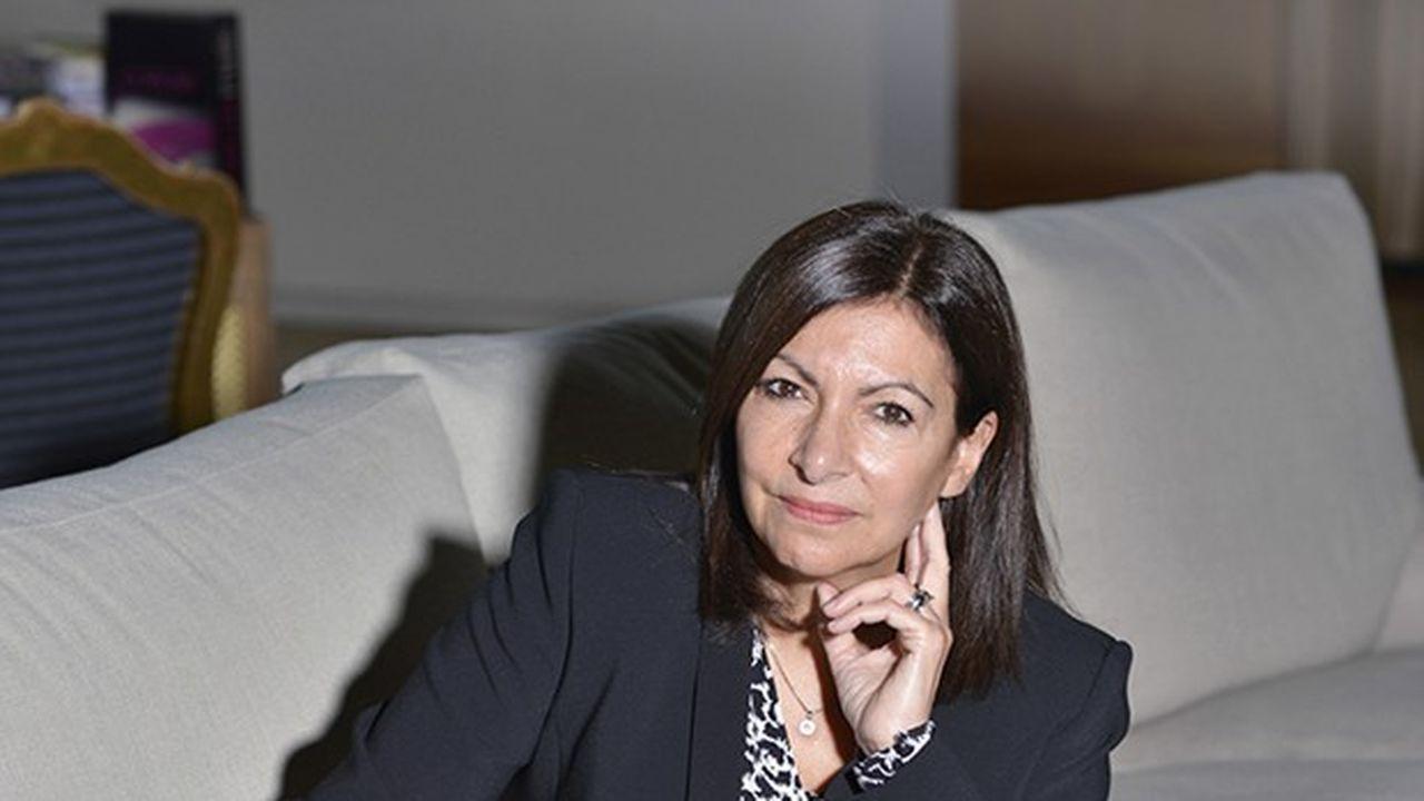 Anne Hidalgo dans son bureau à l'Hôtel de Ville de Paris, le 1er décembre 2020.