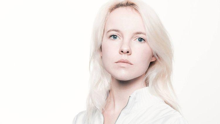 Cécile Coulon. La romancière a publié « Les Ronces », poésie « narrative » vendue à 13.000 exemplaires.