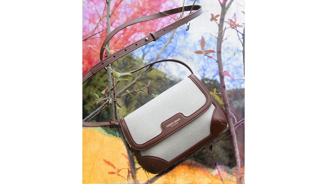 Le sac « La Prima » en toile et cuir, Giorgio Armani.