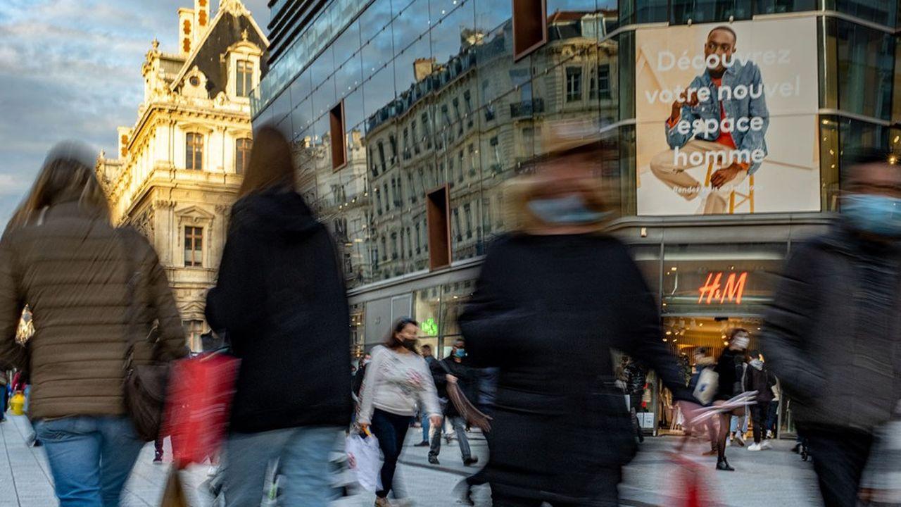 La consommation des ménages est fortement repartie en décembre avec le déconfinement.