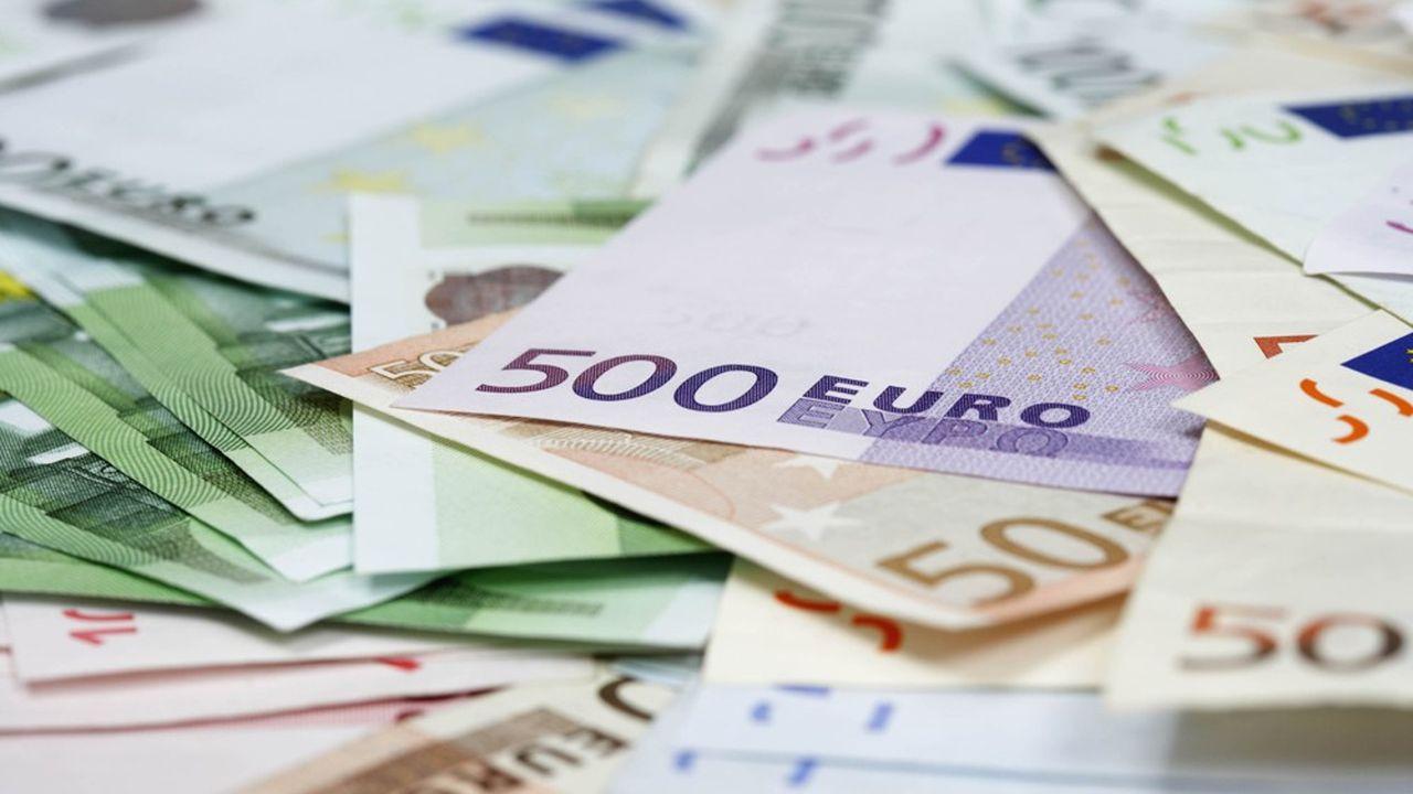 Seule l'émission de billets de 500euros s'est arrêtée, le billet mauve étant accusé de faciliter les activités illégales.