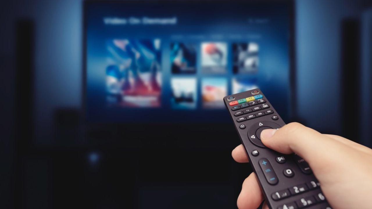 Lancé le 20octobre 2020, Salto propose du contenu de chaînes gratuites, mais aussi des séries en avant-première et du contenu inédit venu de l'étranger.