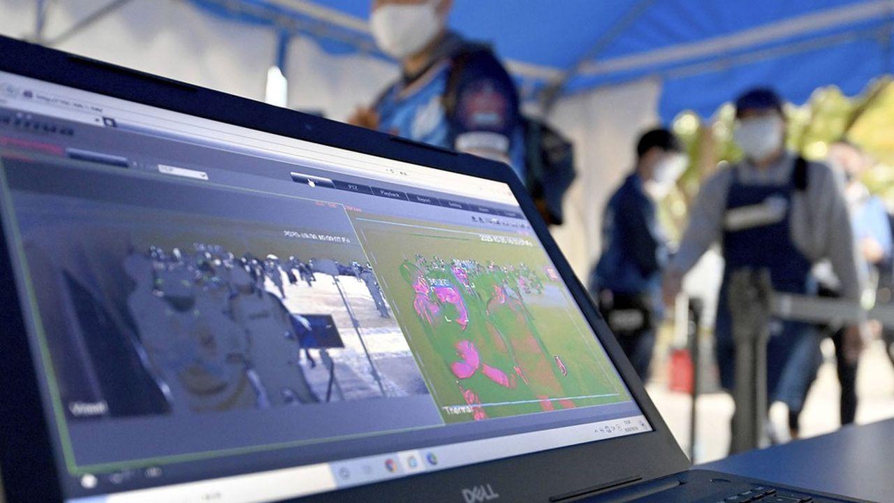 Ces dernières semaines, le Japon a testé, dans le stade de Yokohama, un système de tracking des fans dans la perspective des Jeux Olympiques d'été à Tokyo qui doivent débuter le 23juillet 2021, après un premier report l'an dernier.