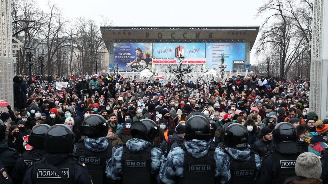 A l'appel de l'opposant russe Alexeï Navalny, une foule impressionnante s'est rassemblée notamment à Moscou pour marcher entre le Kremlin et la place Pouchkine, cernée par un important dispositif policier.