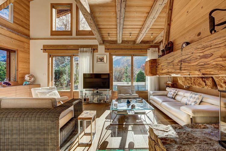 Un chalet avec vue sur le Mont Blanc dans la vallée de Chamonix.