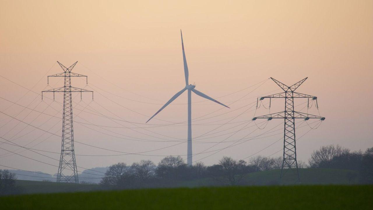 Le gouvernement devra bientôt prendre la décision de construire de nouvelles centrales nucléaires, ou bien de tout miser sur les énergies renouvelables, dont l'éolien.