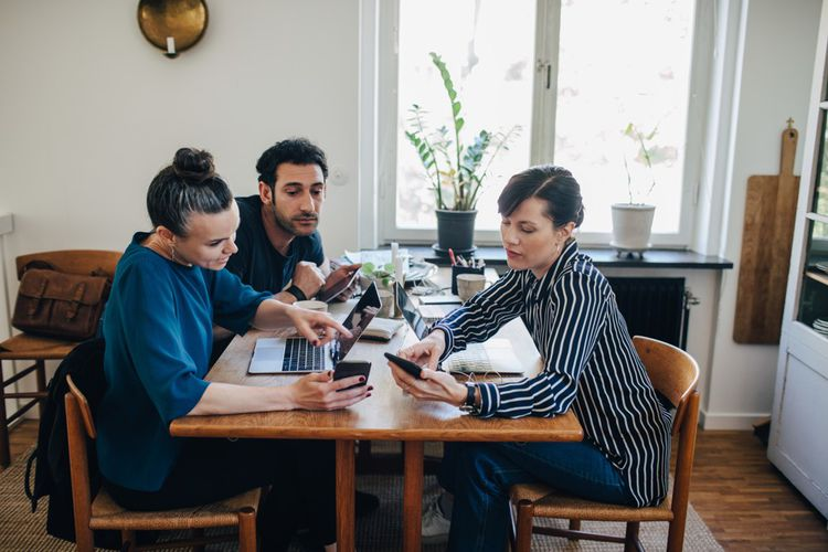 Ces temps de télétravail partagés peuvent être l'occasion de comparer les méthodes de travail.