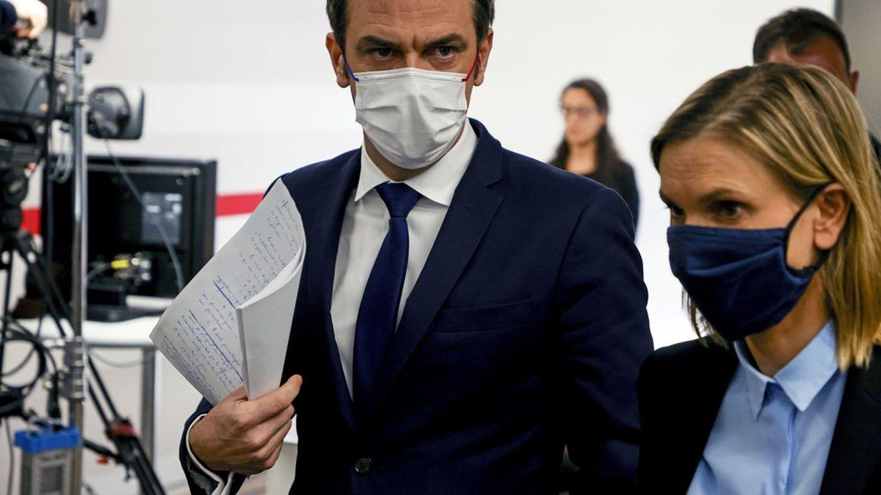 Pour le ministre de la Santé Olivier Véran et la ministre déléguée à l'Industrie Agnès Pannier-Runacher, l'annonce d'AstraZeneca est un coup dur.