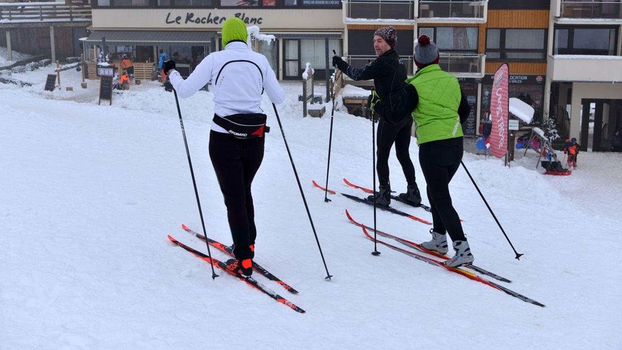 La fermeture des remontées mécaniques a conduit les vacanciers à se tourner ver le ski de fond.