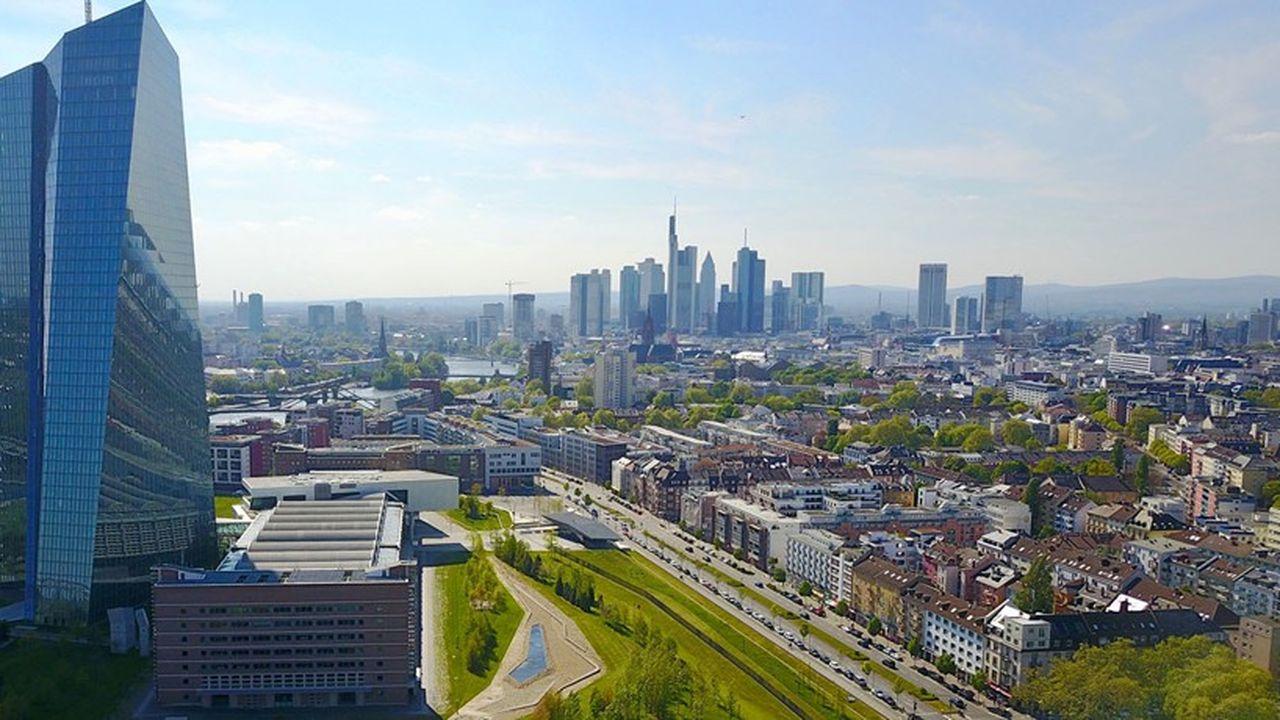 La Banque centrale européenne (BCE) assure la supervision directe des 130 plus grandes banques de la zone euro.