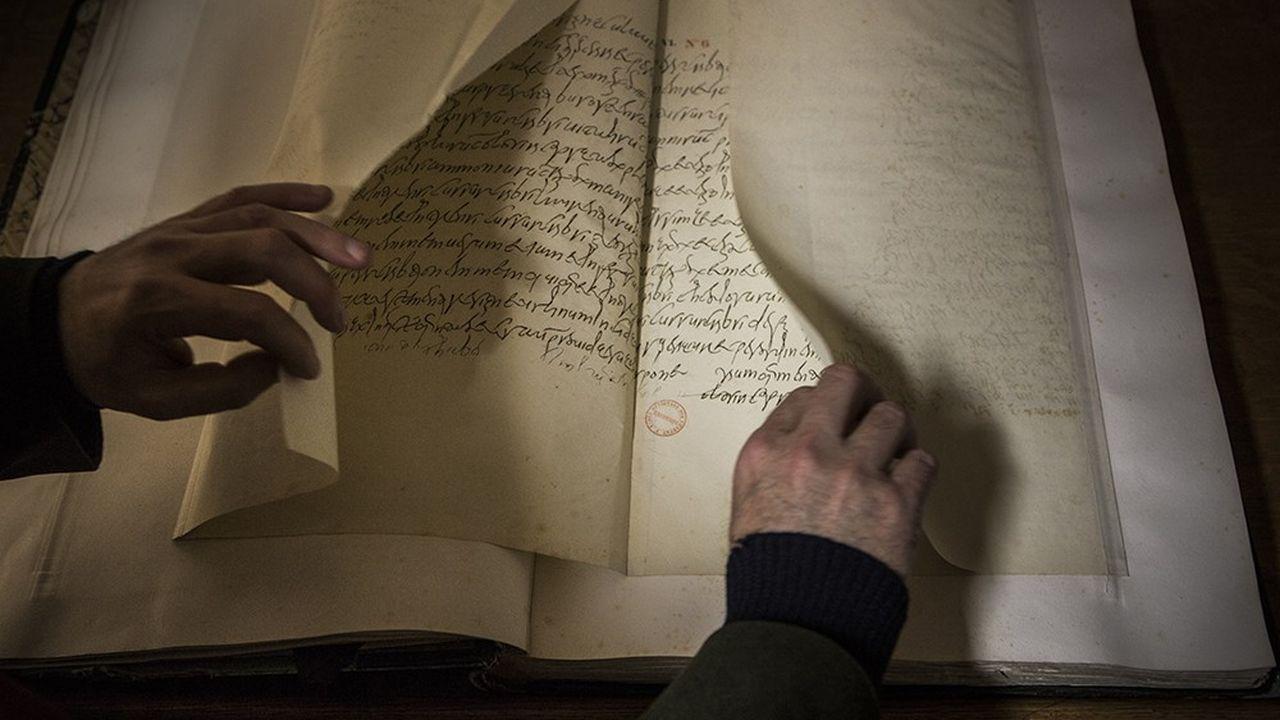 A l'Ecole nationale des chartes, les étudiants se forment sur fac-similé au déchiffrage de toutes les formes d'écriture.