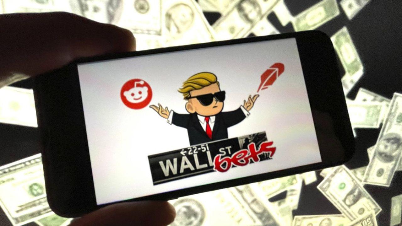 Le forum WallStreeBets, qui ne comptait que quelques milliers d'abonnés à ses débuts, n'a cessé de croître, attirant des hordes de jeunes investisseurs amateurs de sensations fortes.