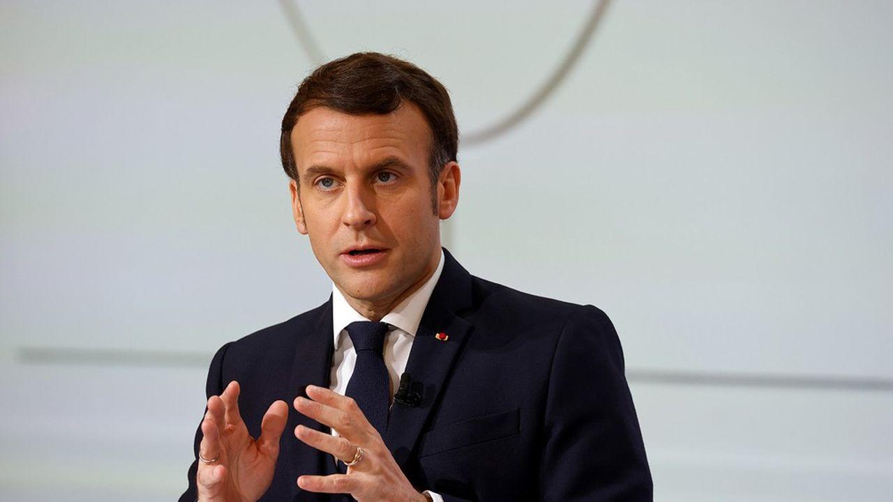 «J'ai confiance en nous», a déclaré samedi sur Twitter Emmanuel Macron, qui espère encore éviter un troisième confinement