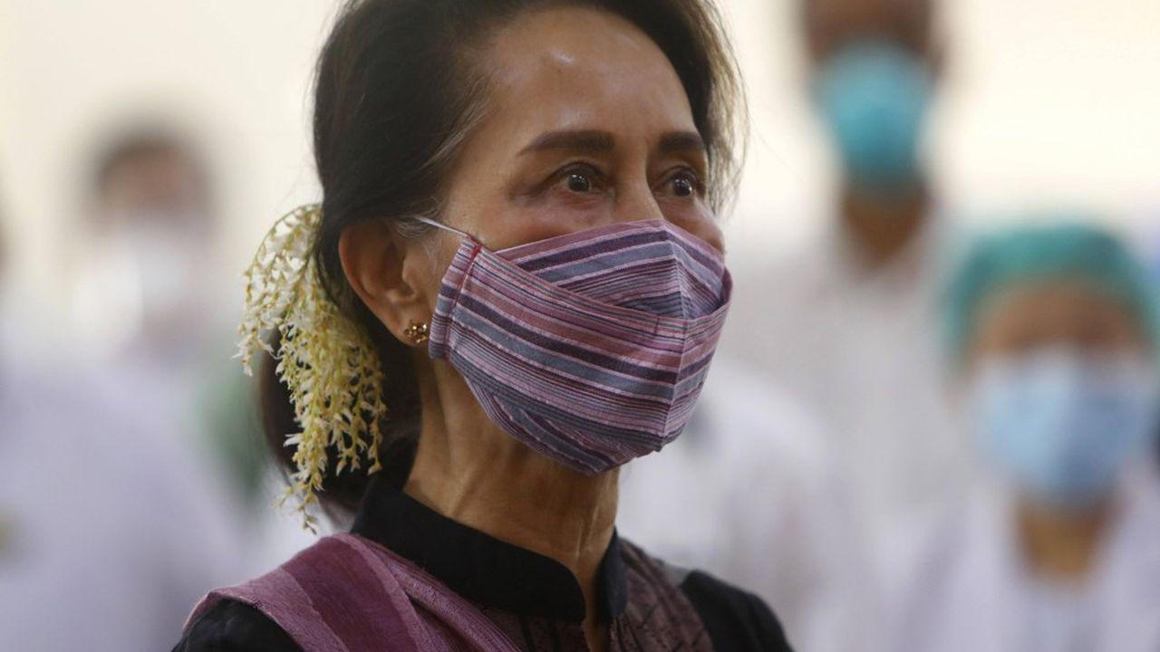 A quelques heures de la première réunion du nouveau Parlement élu en novembre l'état-major a fait arrêter les principaux leaders de la Ligue nationale pour la démocratie dont la cheffe du gouvernement Aung San Suu Kyi, et son alli