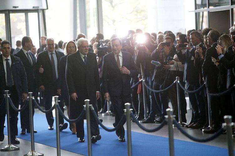 Mario Draghi, en février 2019, avec Sergio Mattarella, le président de la République italienne -qui le verrait bien lui succéder.