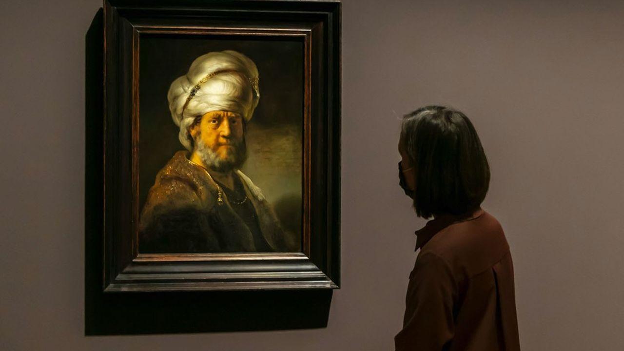 «Un homme en costume oriental» (1635), portrait de Rembrandt emblématique de l'expo du Kunstmuseum de Bâle.