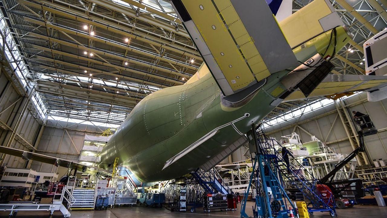 Les exportations aéronautiques et automobiles ont été particulièrement touchées par la pandémie. Sur les onze premiers mois de 2020, le solde commercial des matériels de transports était déficitaire de 1,8milliard d'euros alors qu'il était excédentaire de 13,5milliards en 2019!