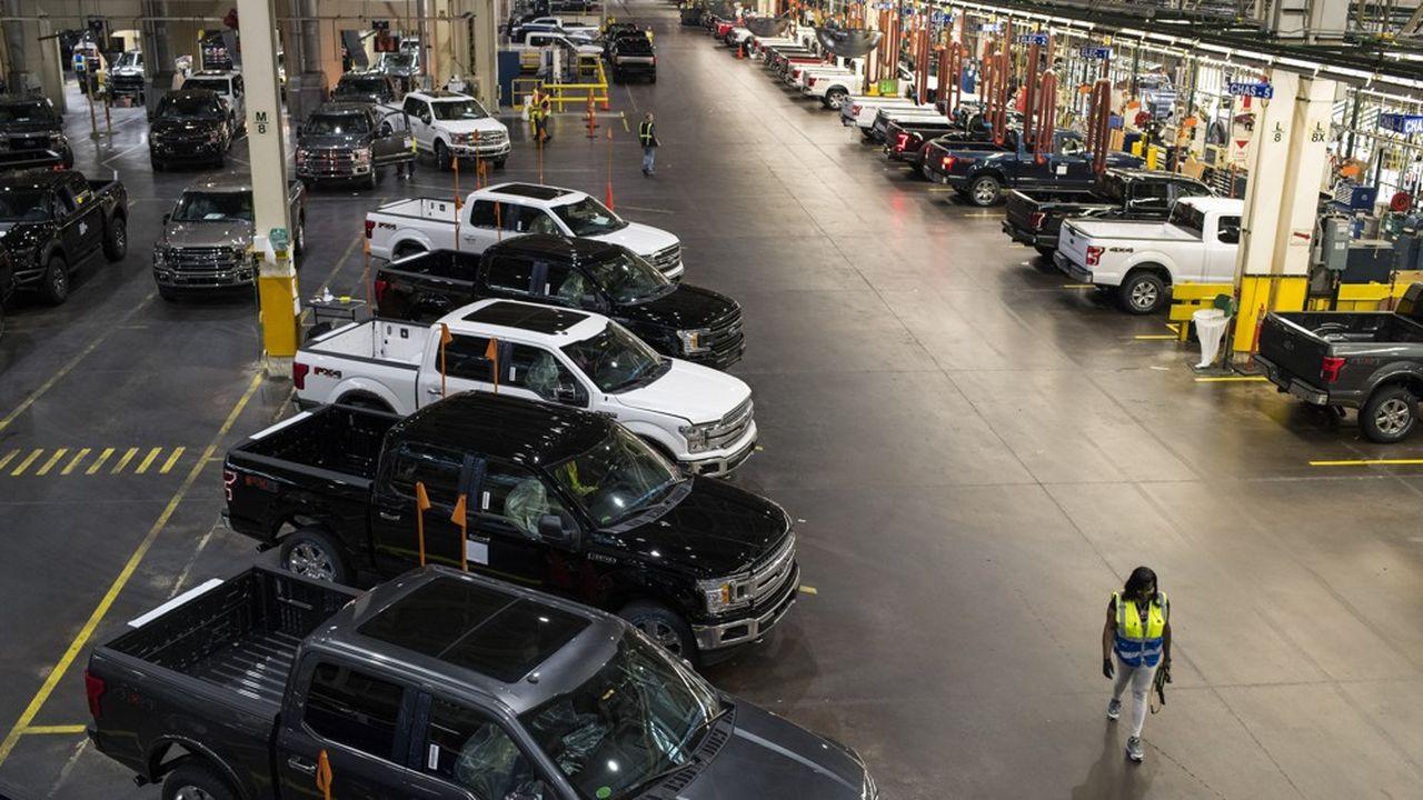 Faute de puces en nombre suffisant, Ford va réduire drastiquement pendant une semaine la production du F-150 dans ses usines de Dearborn, près de Detroit, et de Kansas City.