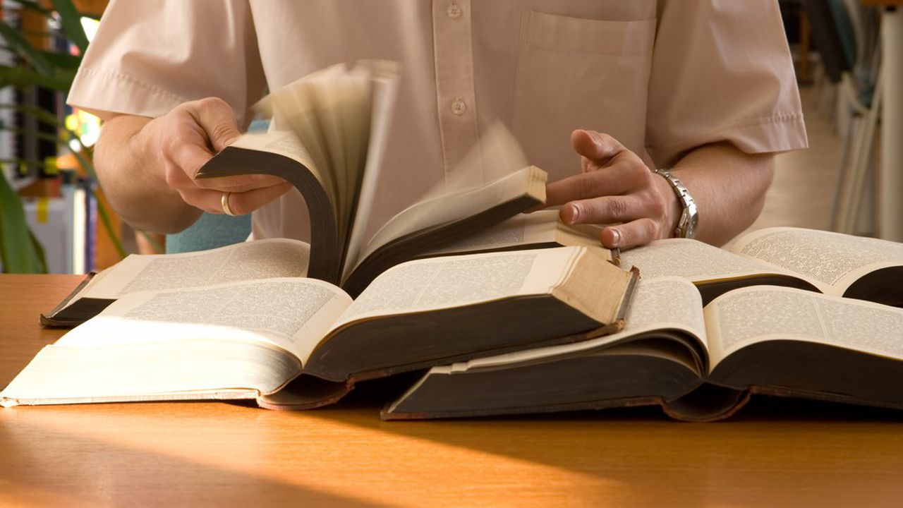 Le manque de temps est souvent invoqué pour expliquer le fait que les Français lisent de moins en moins de livres.