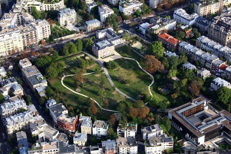 Quartier Saint James à Neuilly-Sur-Seine (parc de la Folie Saint James), où un hôtel particulier de 20millions d'eurosa été vendu.