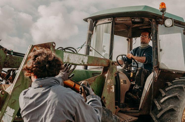 Amélie Goossens et Etienne Menguy se sont formés sur le tas à l'agriculture.