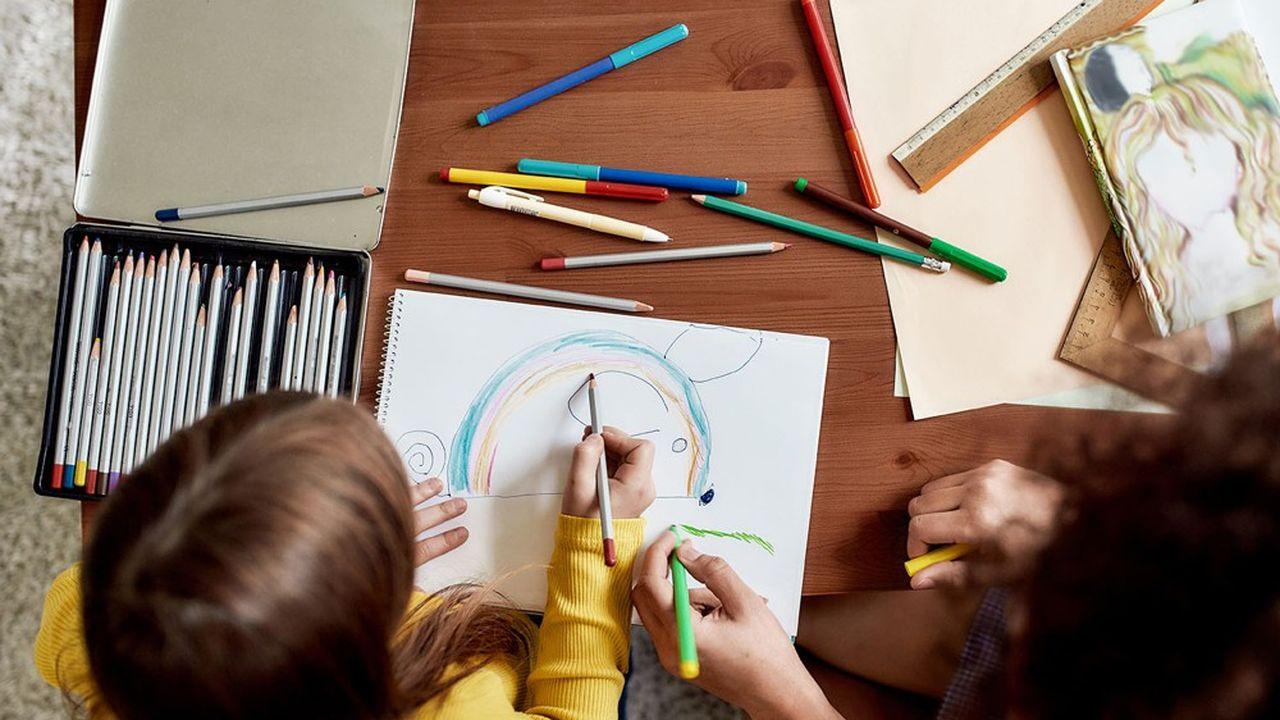 La garde d'enfants à domicile donne droit à un crédit d'impôt égal à 50% des dépenses.