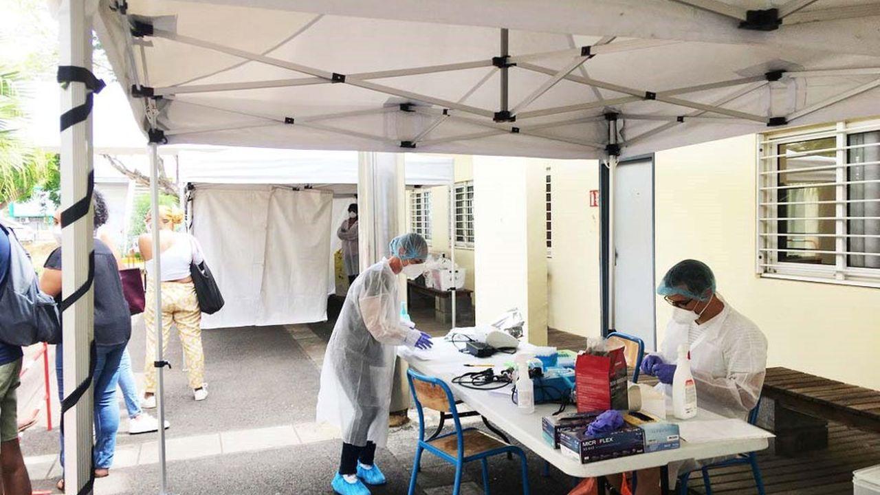 Avec un équipement de la taille d'une petite valise et des réactifs, le résultat complet d'un test RunCov est obtenu en 25 à 30 minutes.