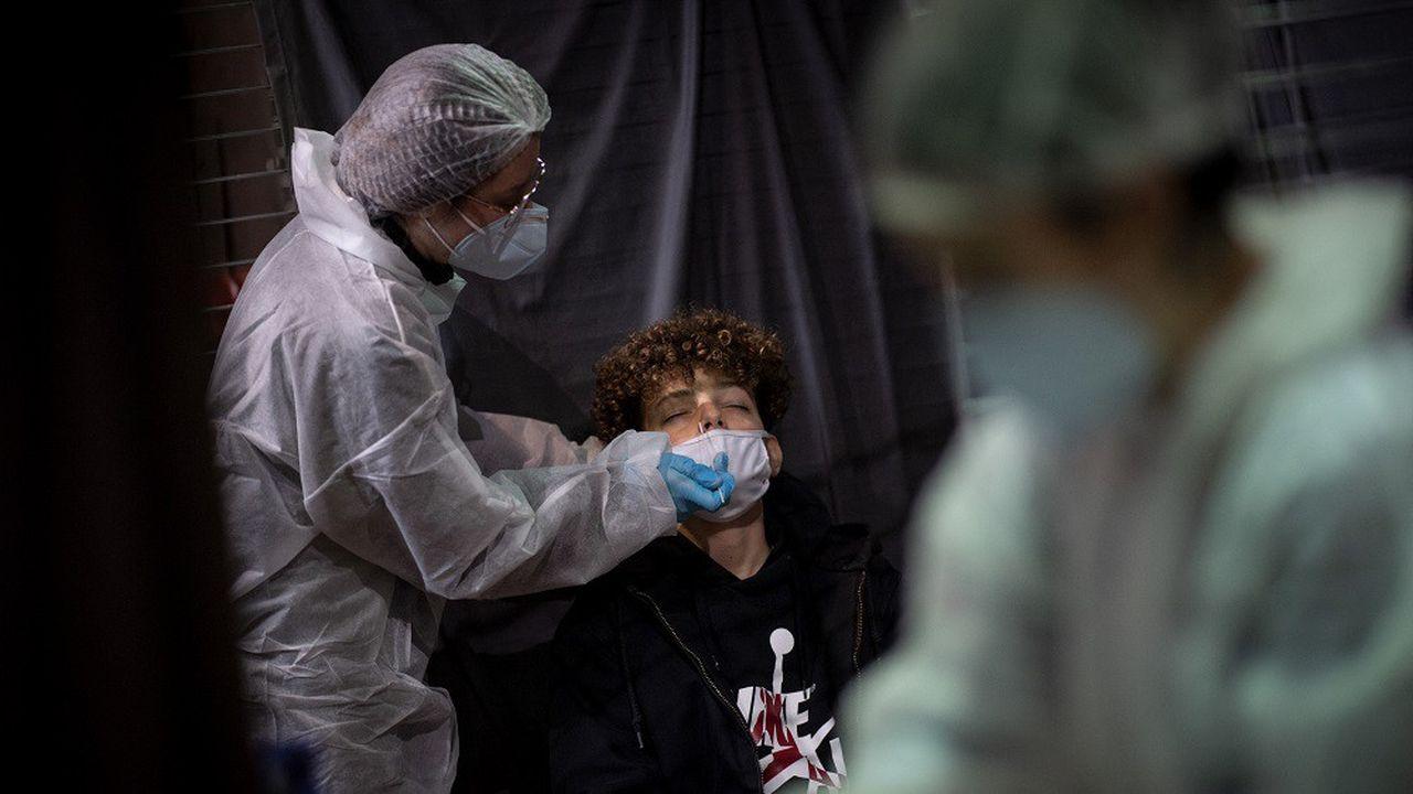 La France totalise 3.385.622 cas avérés d'infection au coronavirus.