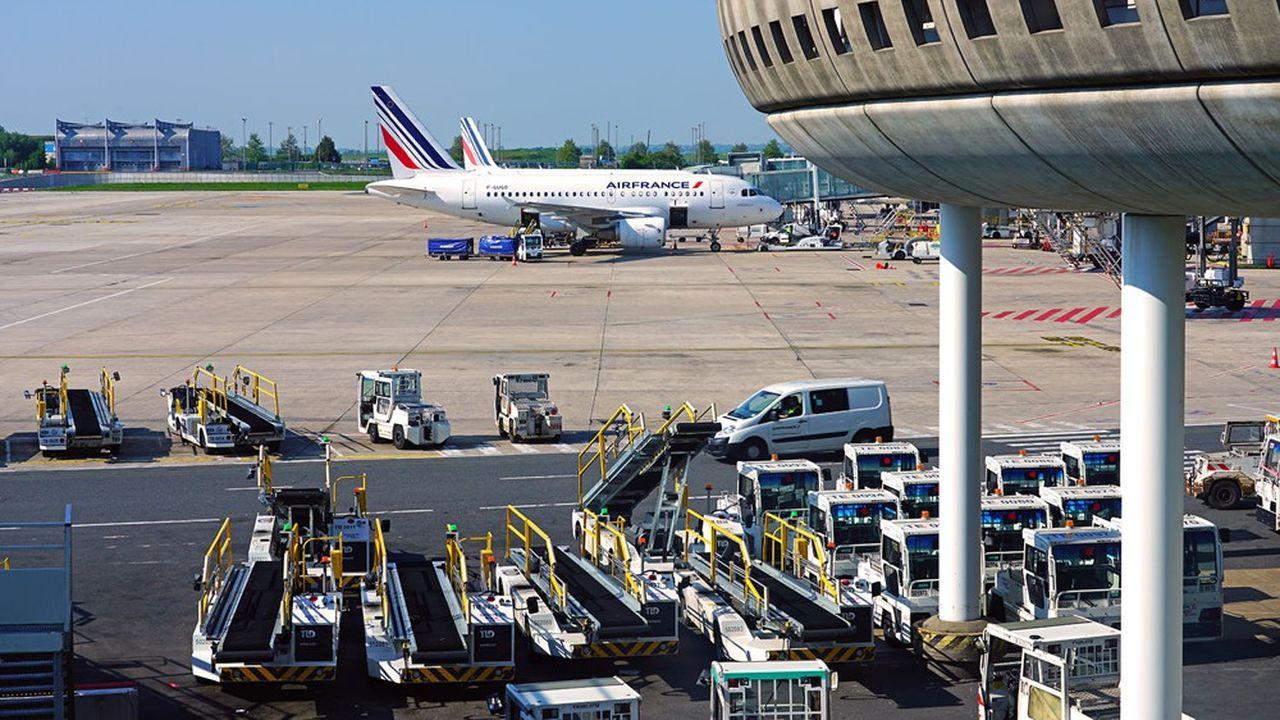 Après l'abandon du Terminal 4 à l'aéroport de Roissy - Charles-de-Gaulle, d'autres projets risquent d'être exposés au même sort sous la pression de mouvements d'opposition de plusen plus structurés.